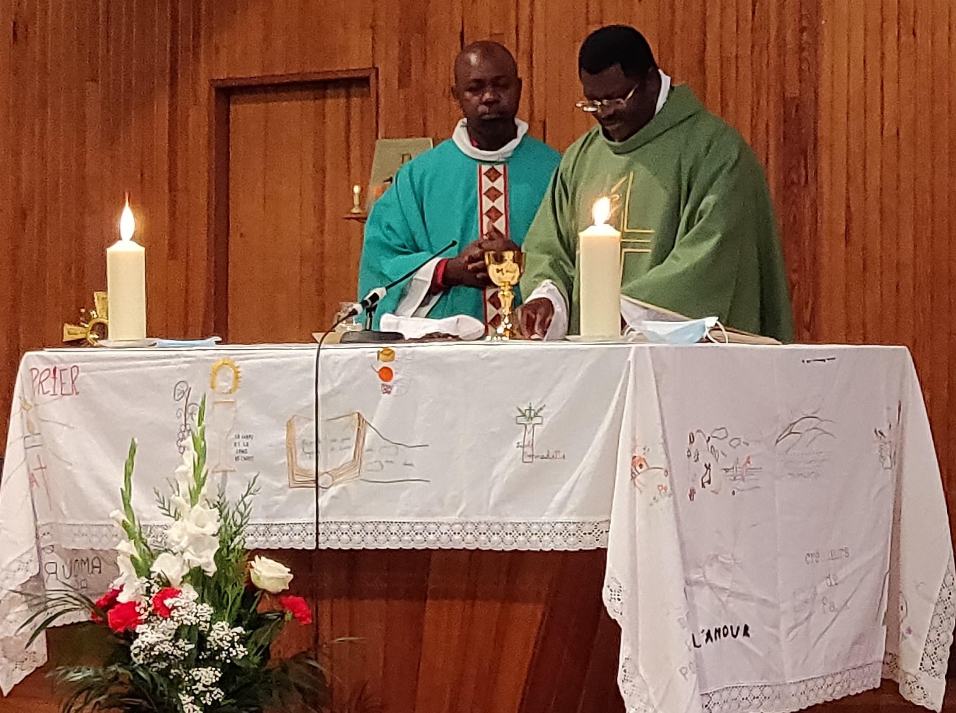 Père Carly BOUANGA et Père Joseph MICHOANOU